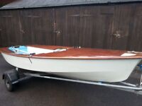 Miracle Dinghy sail number 3637 Great family sailing boat fibre glass with wooden deck