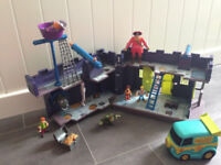 SCOOBY DOO PIRATE FORT with Figures and Mystery Machine