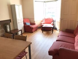 Single-bed room in Harborne with 2 shared bathrooms 80 per week bills included 15min walk to UOB
