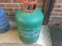 Calor gas bottle approximately 1/4 full with gas regulator