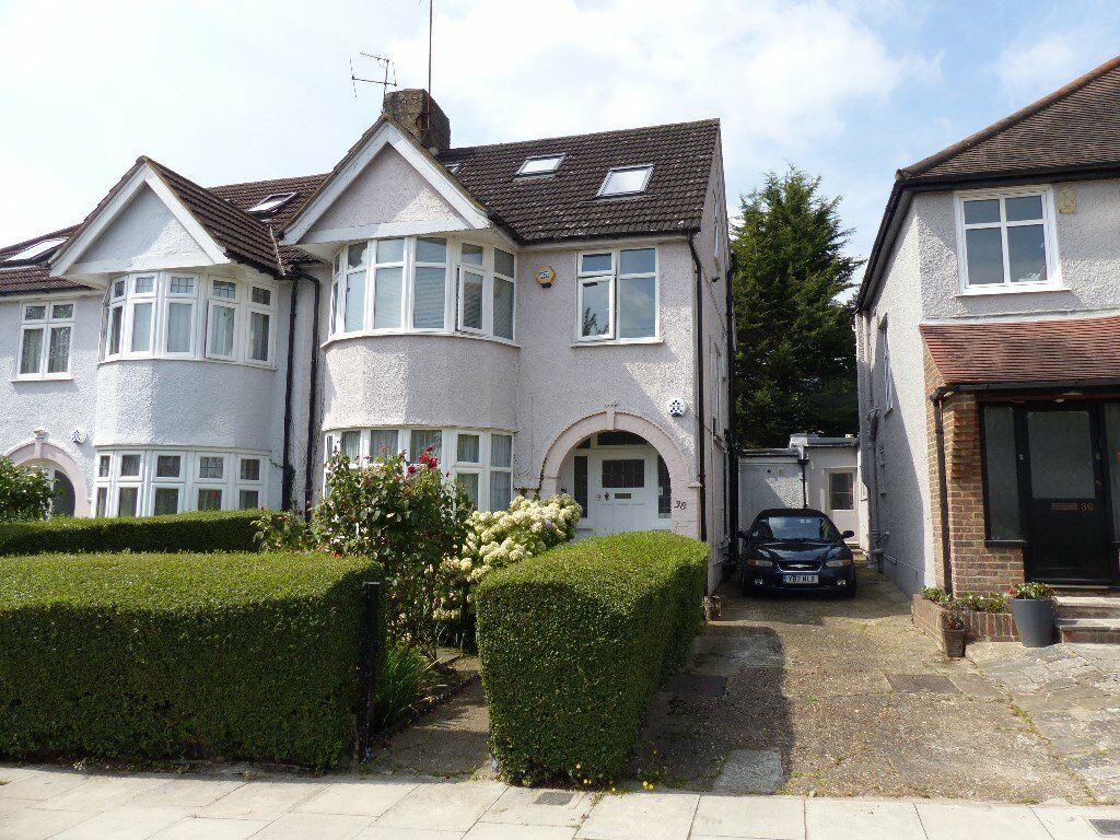 Holders Hill Crescent, Hendon- Second floor studio flat in this converted house