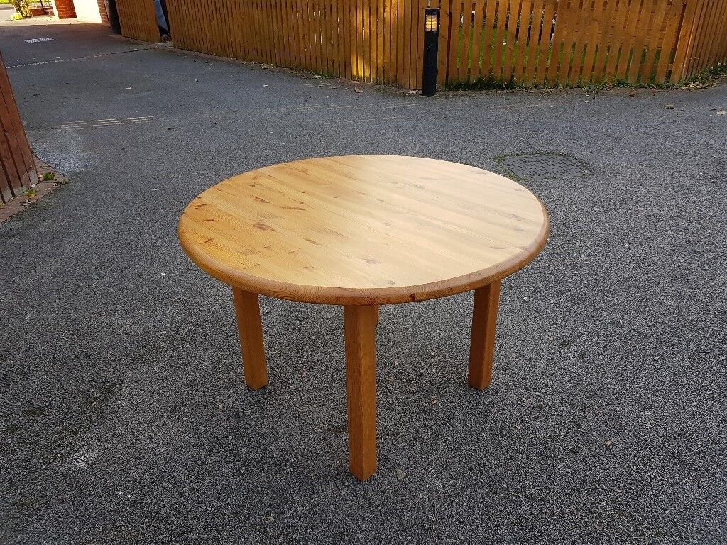 Solid Pine Round Dining Table FREE DELIVERY In Leicester - Solid pine round dining table