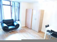 BIG TWIN ROOM TO RENT IN NORTH ACTON / WEST ACTON / ACTON MAIN LINE - ZONE 3