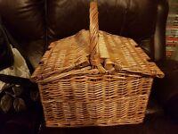Picnic/Hamper Basket