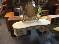 KIDNEY SHAPEC WHITE DRESSING TABLE WITH MIRROR