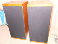 Bowers and Wilkins DM4 speakers