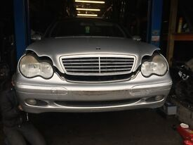 03 MERCEDES C220 CDI FULL CAR BREAKING FOR PARTS CALL ON
