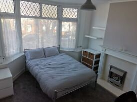 Refurbished Double Room to Rent, close to Town Centre, Train Station, Motorway