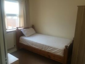 A Big Single Room to LET in Luton