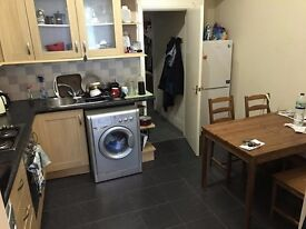 Large 1 Bedroom Ground Floor Flat - £525 a month - Rochester Road