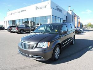 2016 Chrysler Town & Country Touring- LEATHER,HEATED SEATS AND S