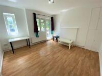 Excellent 3 double Bedrooms Ground Floor flat with Balcony and Communal garden in Stepney Green