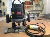 Freud plunge router with mm adjusting depth turn handle. .