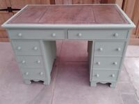 DESK EDWARDIAN STYLE WOODEN PAINTED 8 DRAWERS LOVELY CONDITION SOUND SOLID COMPUTER OFFICE DESK