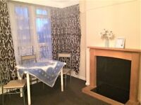 PROPERTY HUNTERS ARE PLEASED TO OFFER A 1 BEDROOM PLAT OFF LONGBRIDGE ROAD IN BARKING WITH BALCONY!