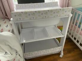 Baby changing unit with concealed bath - immaculate condition