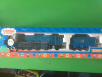 Hornby Thomas and Friends Gordon Digital Locomotive with 2 Coaches