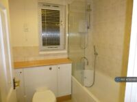 1 bedroom flat in Armoury Road, London, SE8 (1 bed) (#1123080)