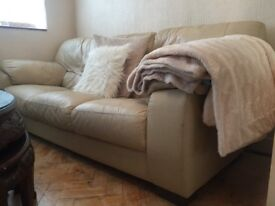 Cheap cream leather sofa. 1 seater recliner, 2 seater and 3 seater. Pick up only.