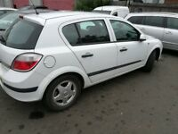 Vauxhall Astra (2005) White Breaking For Parts