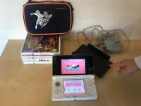 Nintendo 3DS with 4 games, charger and case