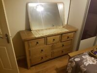 ***£500*** OAKWOOD BEDROOM SET!! Chest of Draws, long Cabinet and bedside draws .
