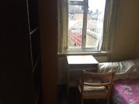 Near Heathrow TWO SINGLE ROOMs to rent in a large and clean house