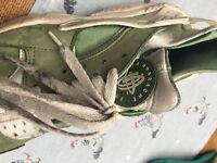Nike Air Hurache Green, slightly used. I can clean them if necessary.