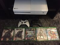Xbox One Limited edition white 5 games 2 controllers as new 500 GB