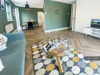 2 bedroom flat in Schooner Way, Cardiff, CF10 (2 bed) (#921186)