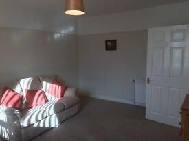 Large quiet cozy 2-bedroom upper flat by the river 2-min from centre