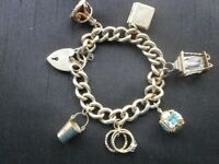 BEAUTIFUL SOLID 9CT GOLD CHARM BRACELET