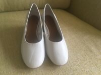 Round toes shoes by Zara size 5