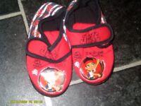 size 6 boys slippers hardley worn 2.00