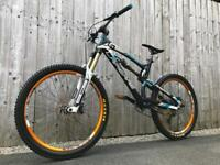 *SOLD* Carbon Fibre Lapierre Spicy 916 EL Full Suspension Enduro/Downhill Bike, LIKE NEW, HIGH SPEC