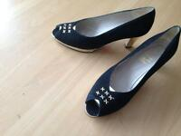 Fab gold /black shoes size 5