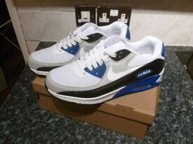 NIKE AIR MAX TRAINERS SIZE 8 BRAND NEW