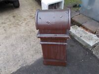 2 chimney pots with attached cowl, suitable for garden feature