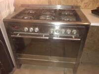 Baumatic oven, 5 gas hob & extractor