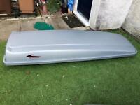 Car roof box with all part meeting