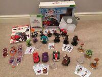 Xbox 360 Disney Infinity game + 18 figures, powerdiscs and game guide book