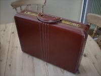 Gullivers briefcase