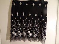 Prima Black & White Flower Skirt Size 16