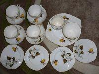 BEAUTIFUL FINE BONE CHINA TEA SERVICE SET