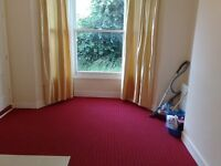 One bedroom, GROUND FLOOR FLAT, with Parking near Seven Kings Station IG3--- No DSS Please---
