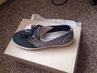 lacoste canavas shoes 7.5