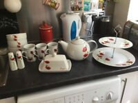 Red poppy kitchen set
