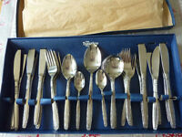 New Housley 44 piece Cutlery Collection - Still in box