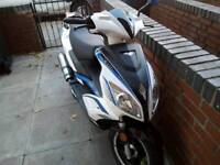 Motor scooter moped