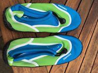"Child's ""Swarm"" wetsuit shoes size 2"